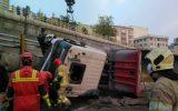 یک نفر فوتی در حادثه واژگونی تریلی در خیابان سبلان