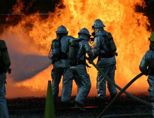واژگونی و آتشسوزی تریلی در پرند