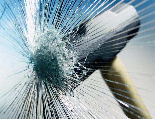 بررسی عملکرد ایمنی درصنعت شیشه و بلور و ارایه راهکارهای مدیریت بهبود