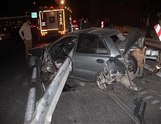 نجات معجزه آسای راننده از حادثه ورود گاردریل به خودرو