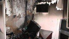 در ساعت 20 شب گذشته از طریق تماس تلفنی با سامانه 125، آتش سوزی یک باب منزل مسکونی دو طبقه قدیمی ساز واقع درخیابان مدنی، خیابان مطلب نژاد، خیابان طیرانی گزارش داده شد که بی درنگ آتش نشانان ایستگاههای 93 و 101 به محل حادقه اعزام شدند. بنا به گفته محمد فرزین فرمانده آتش نشانان اعزامی، در این حادثه قسمت پذیرایی طبقه دوم ساختمان کاملاً شعله ور شده بود که آتش نشانان به سرعت آتش را در همان محل خاموش کرده واز سرایت آن به دیگر اتاق ها و طبقات جلوگیری کردند. وی با بیان این که در این حادثه به کسی آسیبی نرسید، تصریح کرد: علت بروز این آتش سوزی از سوی کارشناسان آتش نشانی منطقه در حال بررسی است.