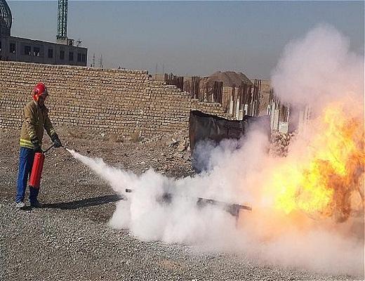 آموزش اصول اولیه ایمنی به کارکنان کارخانه ایران گچ