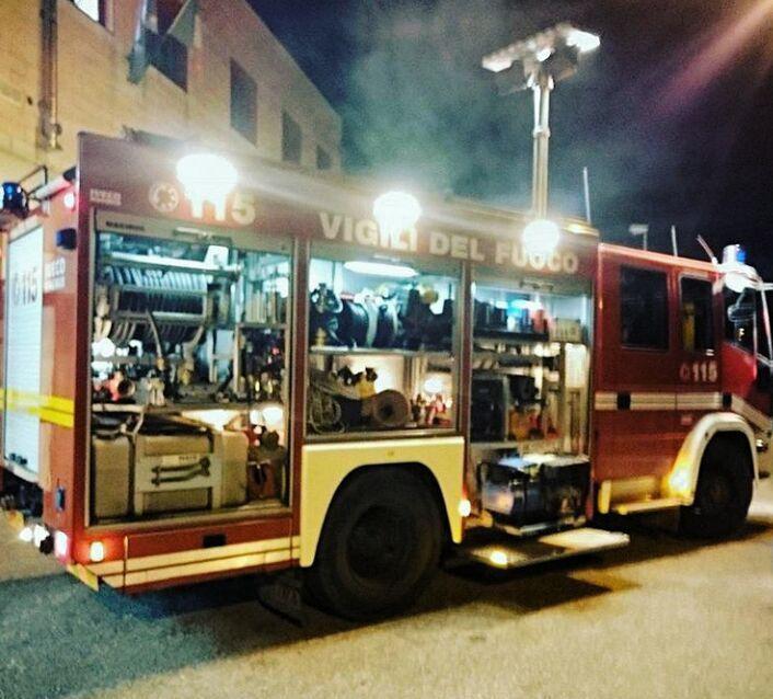 خودروی آتش نشانی در ایتالیا...رعایت استاندارد روشنایی اطراف خودرو
