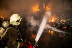 آتش سوزی گسترده در خیابان مصطفی خمینی