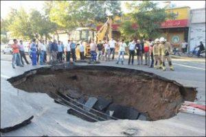 نشست 20 سانتی متری آسفالت در خیابان مولوی