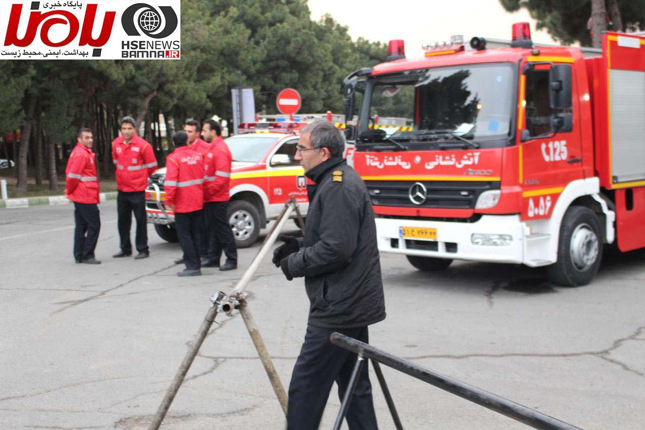 حضور آتش نشانان منطقه در خارج از محوطه همایش