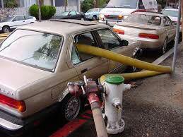 عدم رعایت فاصله خودروها با شیر آتش نشانی و عواقب آن !
