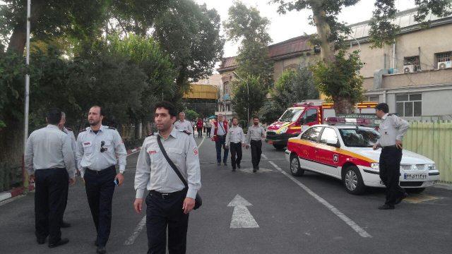 ایستگاه 1 سازمان آتش نشانی در حال مهیا شدن برای تشییع جنازه آتش نشان شهید علی قانع