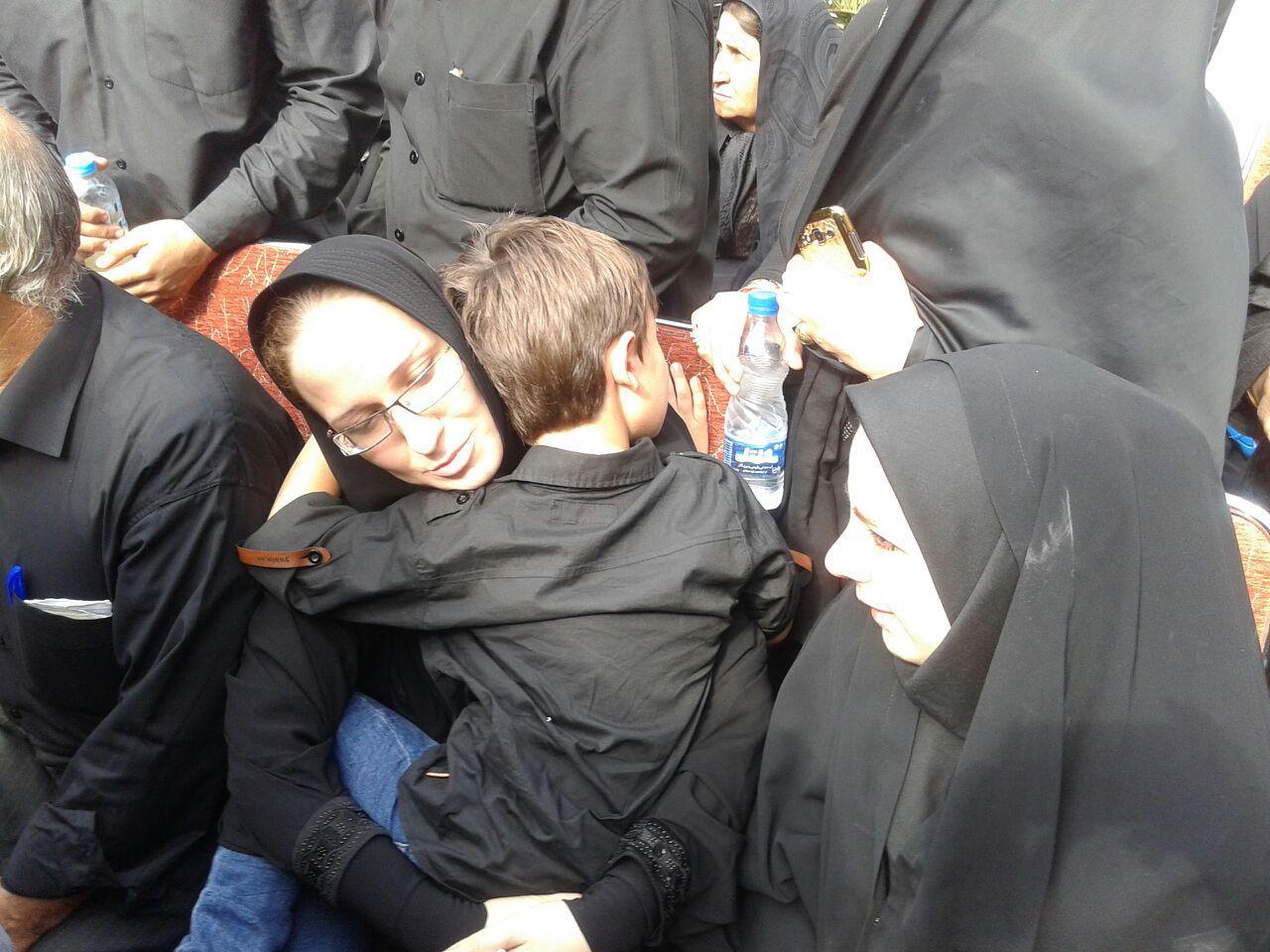 تصویر همسر و فرزند بزرگ شهید قانع: