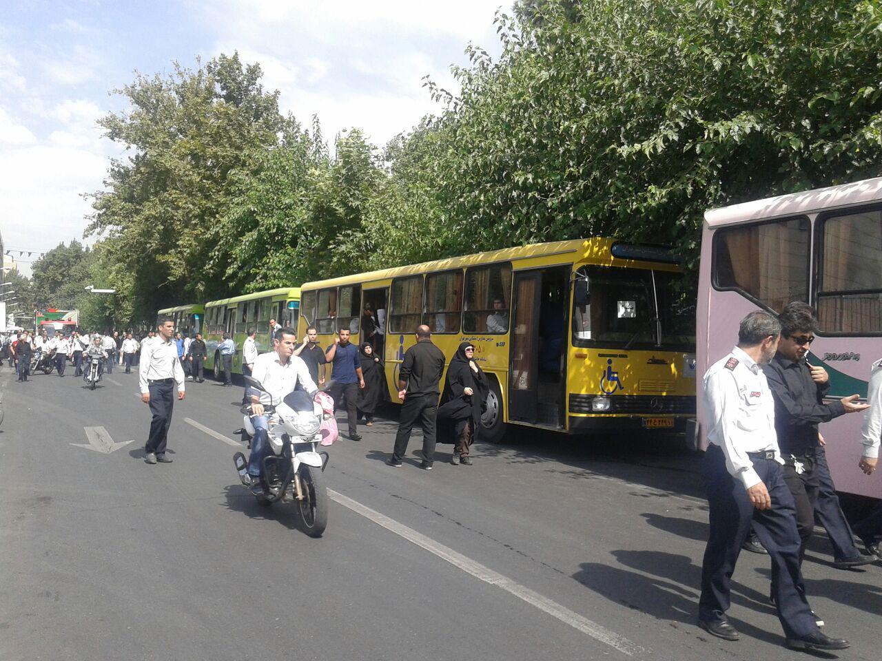 نتقال شرکت کنندگان این مراسم به بهشت زهرا در خیابان بهشت