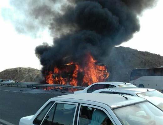آتش سوزی اتوبوس در آزاد راه قم – تهران