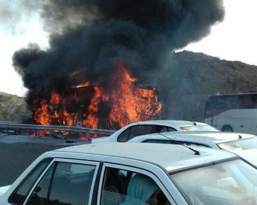 جزئیات آتش سوزی خودرو در محور شوشتر-اهواز و سوختن ۴ سرنشین آن
