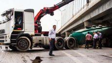 واژگونی تانکر 10 هزار لیتری گازوئیل در آزادگان