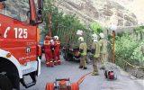 جلوگیری از سقوط کامیونت به دره جاده امامزاده داود