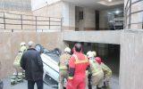 سقوط خودرو داخل پارکینگ مجتمع مسکونی +عکس