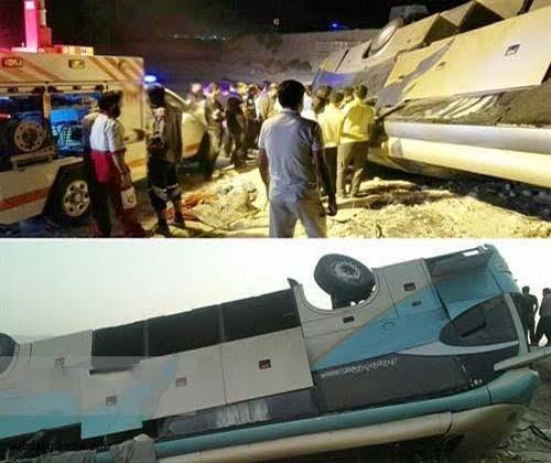 نجات جان ۴۴ سرنشین اتوبوس واژگون شده در محور بندرلنگه