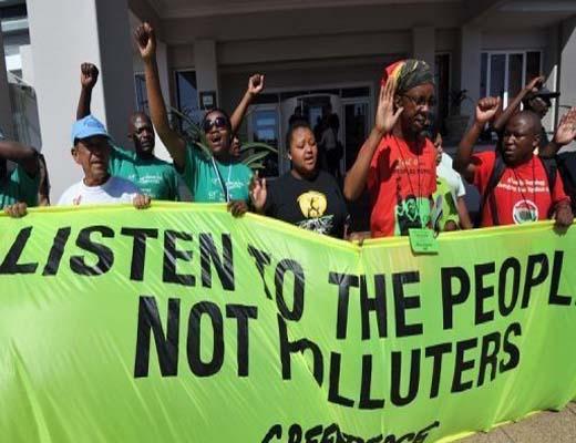 اعتراض فعالان محیط زیست در فرانسه