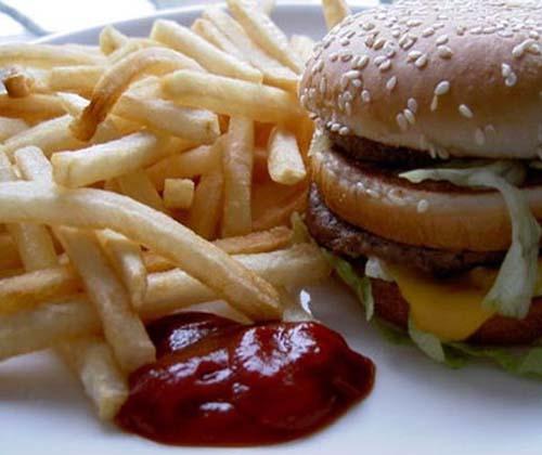 منع تبلیغ غذاهای ناسالم در انتظار نامه وزارت بهداشت!