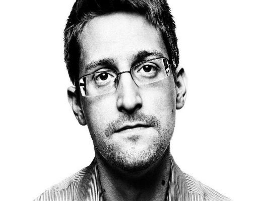 اسنودن در مصاحبه اخیرش از جاسوسی تلفنهای همراه میگوید