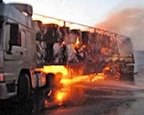 واژگونی تانکر سوخت در جاده مریوان منجر به آتش سوزی شد