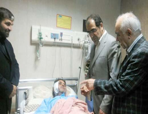 وزیر بهداشت چشمان خبرنگار مجروح ایرانی را معاینه کرد