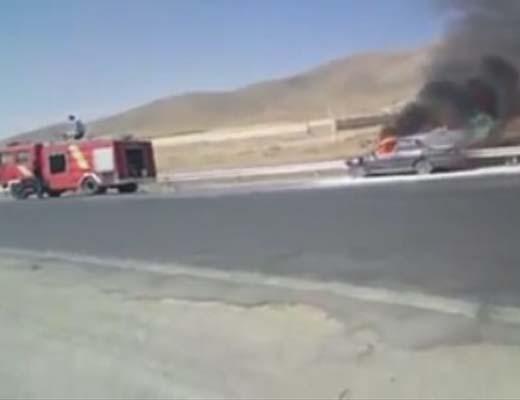 ویدئوی آتش سوزی اتومبیل و بی کفایتی آتش نشانی
